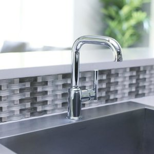 kohler monday mondayand this woven glass mosaic backslash tile makes a simple - Kohler Sple Dienstprogramm Rack