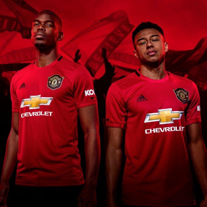 Paul Pogba y Jesse Lingard con la camiseta del Manchester United 2019-20