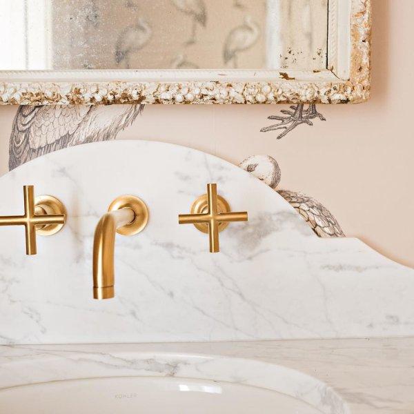 Just one detail that makes this perfect! Powder room love! @alikimble @kelliboydphotography @kohlerco @cowtanandtout @cowtanatlanta @palmettobluff @creative_stone_savannah #vintage #style #leahgbailey #leahgbaileysavannah #leahgbaileyinteriors #kohler #cowtanandtout #creativestone #marble #backsplash #details #powderroom #interior #interiors #interiorlove #bathroomdesign #luxurylife #luxurybathroom #lowcountrylife #lowcountrylife #lowcountryliving