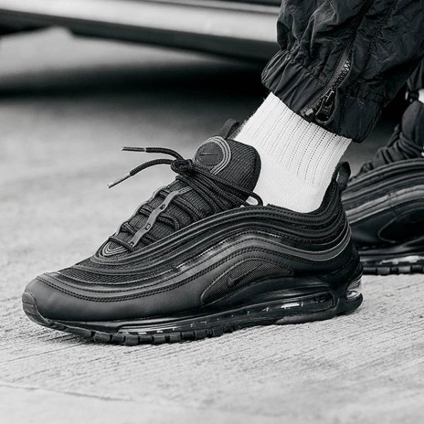 sale retailer 058c6 4bb0a Return Of The MAX ⚫️The  JDExclusive Triple-Black  NikeSportswear Air Max 97
