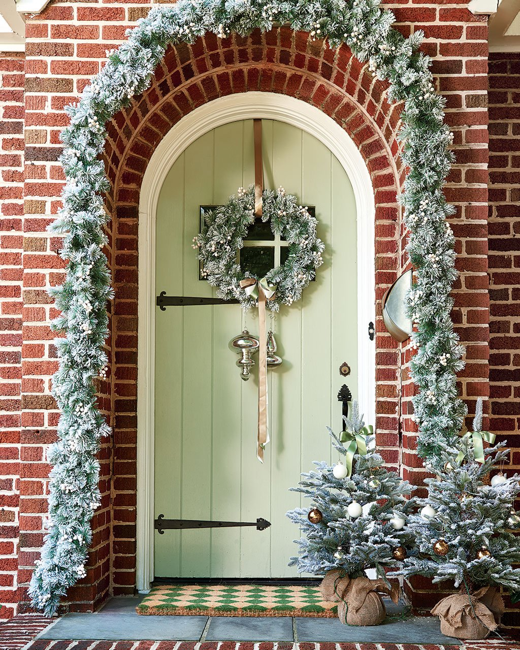 10 Festive, Holiday Front Doors to Inspire - How To Decorate