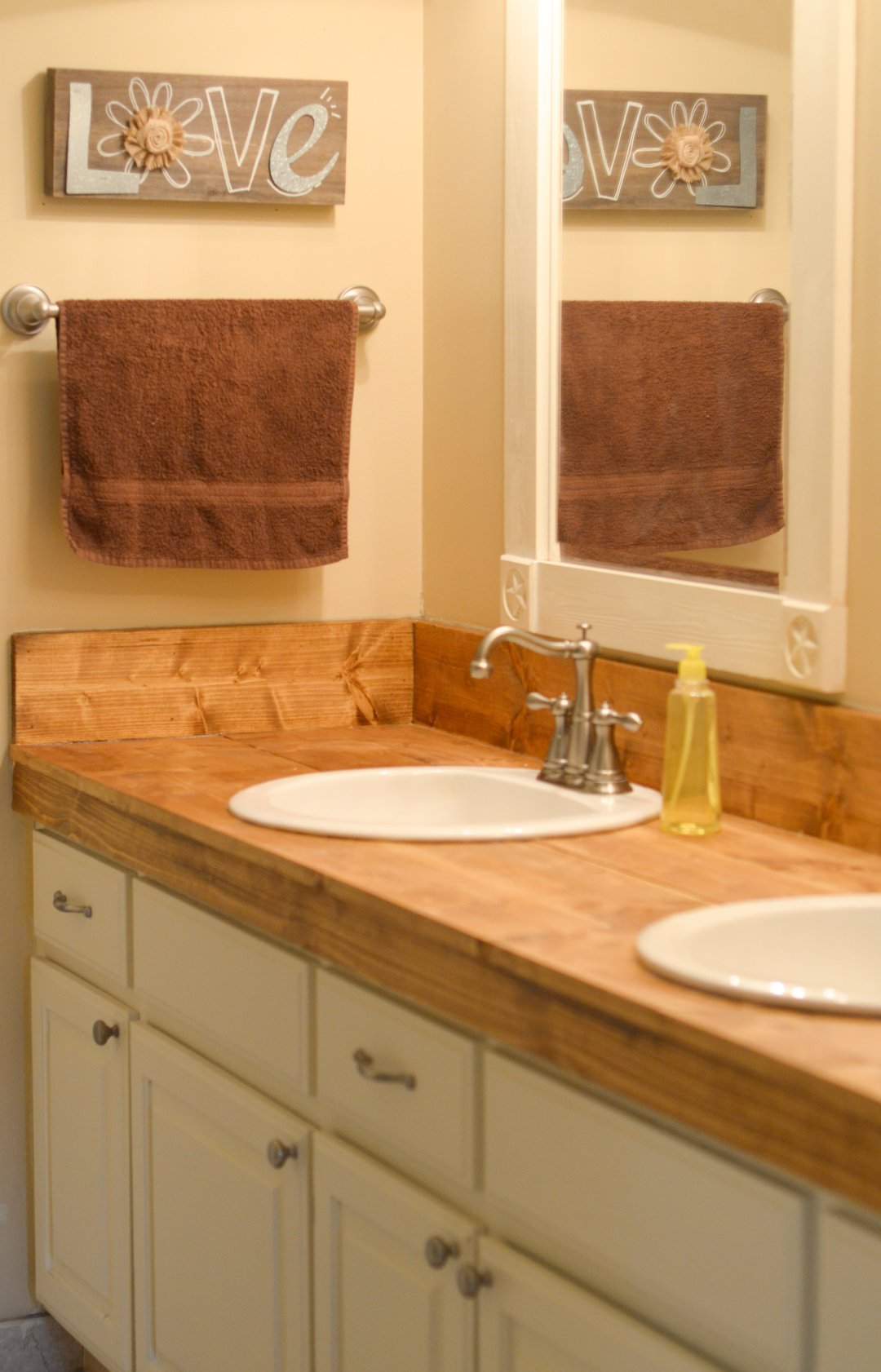 5 ways to update a bathroom on a budget mommy hates cooking for Updating a bathroom