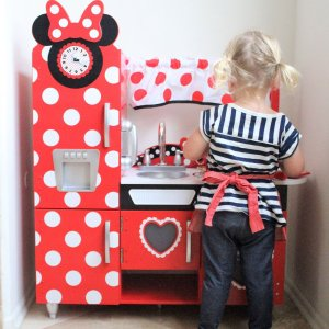 Disney® Jr. Minnie Mouse Vintage Play Kitchen