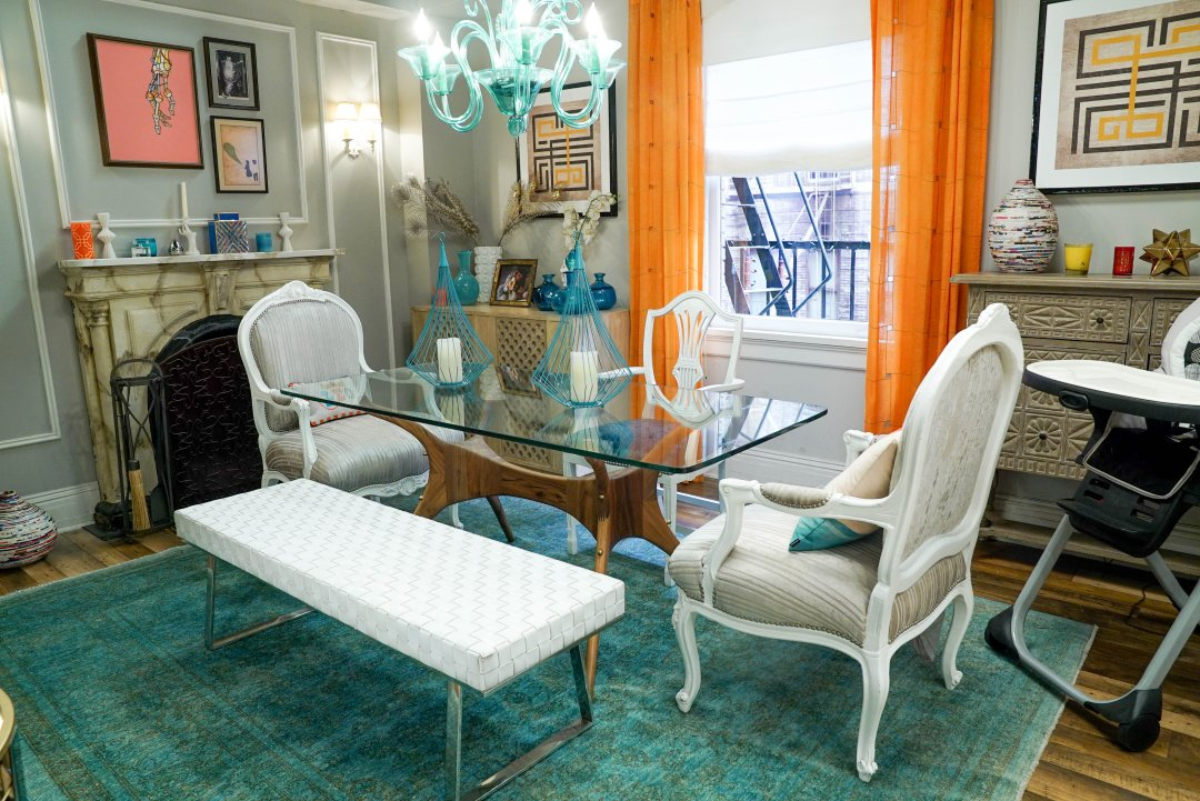 Mindy S Shoppable House Tour The Chicest Apartment On Tv