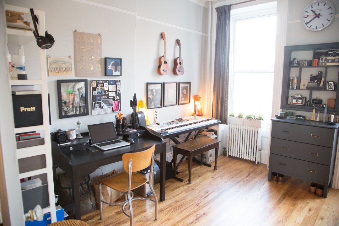 Tour A Tiny Townhouse In Brooklyn For History Lovers