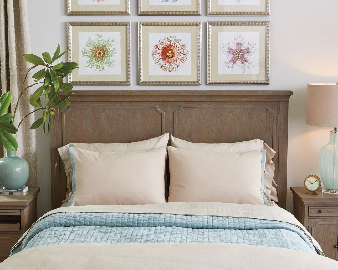 How To Arrange Decorative Toss Pillows On Bed