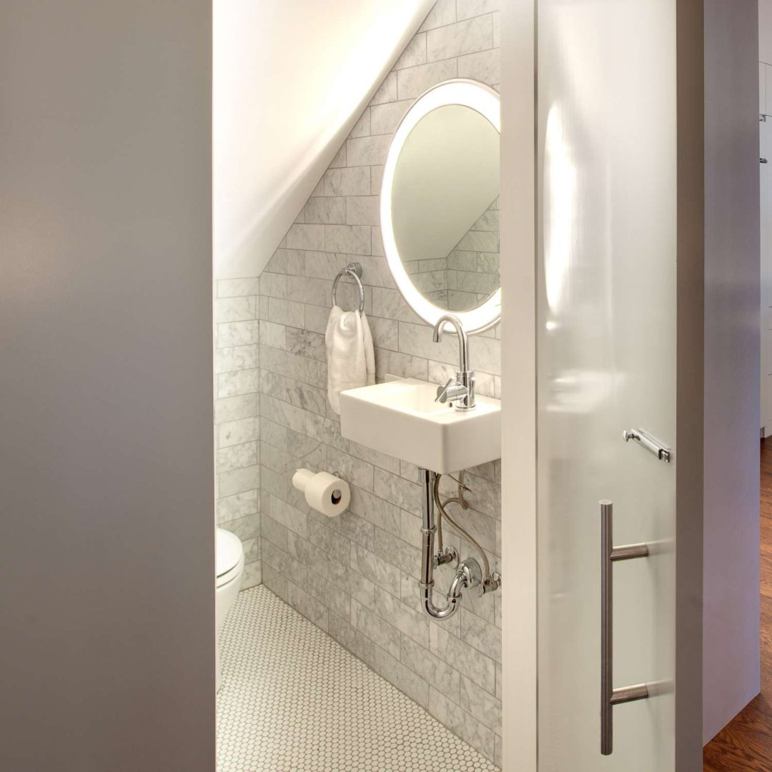 Available in a range of shapes and sizes these modern bathroom fixtures feature a traditional mirror surrounded by lights