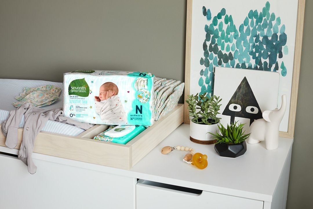 changing table with dipaers