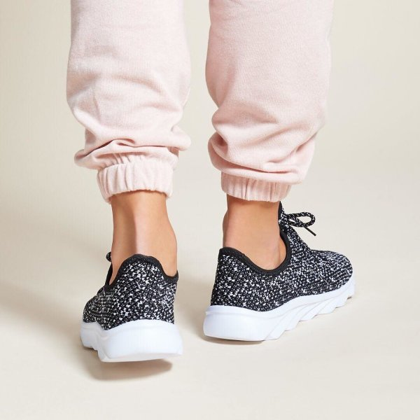 Running #holiday errands in our Dirty Laundry SERENE sneakers  <div id=
