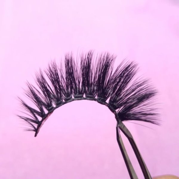 bc833984ba4 Our 3D stacked FAUX MINK lashes in the style 'Kitty'😻 SO FLUFFY OMFG