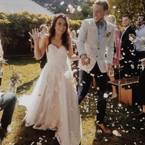 a13c8d7a8cfa How #Gorgeous is this #moment caught out he #Beautiful #married #couple .