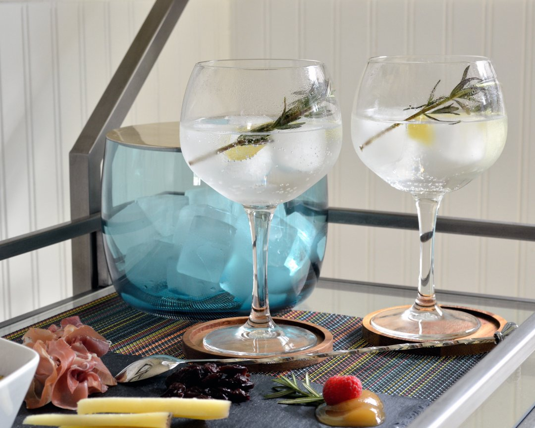 Classic spanish gin and tonic recipe crate and barrel blog - Crate and barrel espana ...