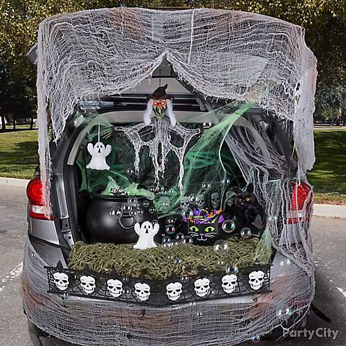 12 Trunk Or Treat Ideas That Rev Up Halloween Fun Party City Canada