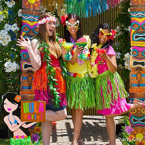 Party Island Beach: Luau Photo Booth Ideas