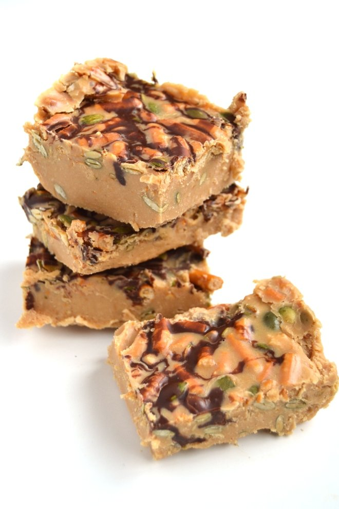 No-Bake Chocolate Peanut Butter Pretzel Bars are simple to make, only require 6 ingredients, and are full of that salty-sweet flavor that everyone loves! www.nutritionistreviews.com
