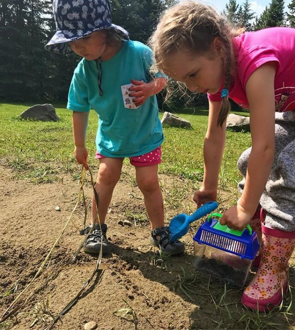 7869e026495b The girls out digging for worms  lilahkatrine  drewdawn  puddlejumpers   wormhunters  getoutside  childhoodunplugged  keenkids  keencanada