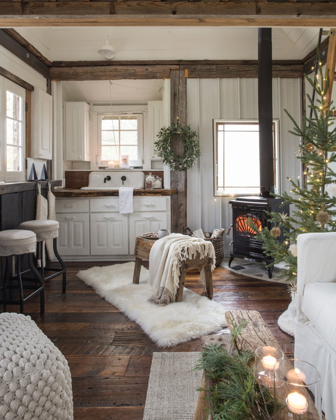 10 Cozy Holiday Decorating Ideas for Small Spaces - Crate ...