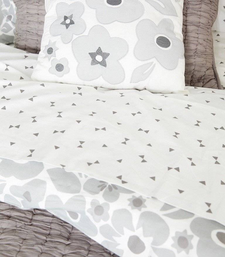 A bedding set mixes a floral pattern and textured quilt.