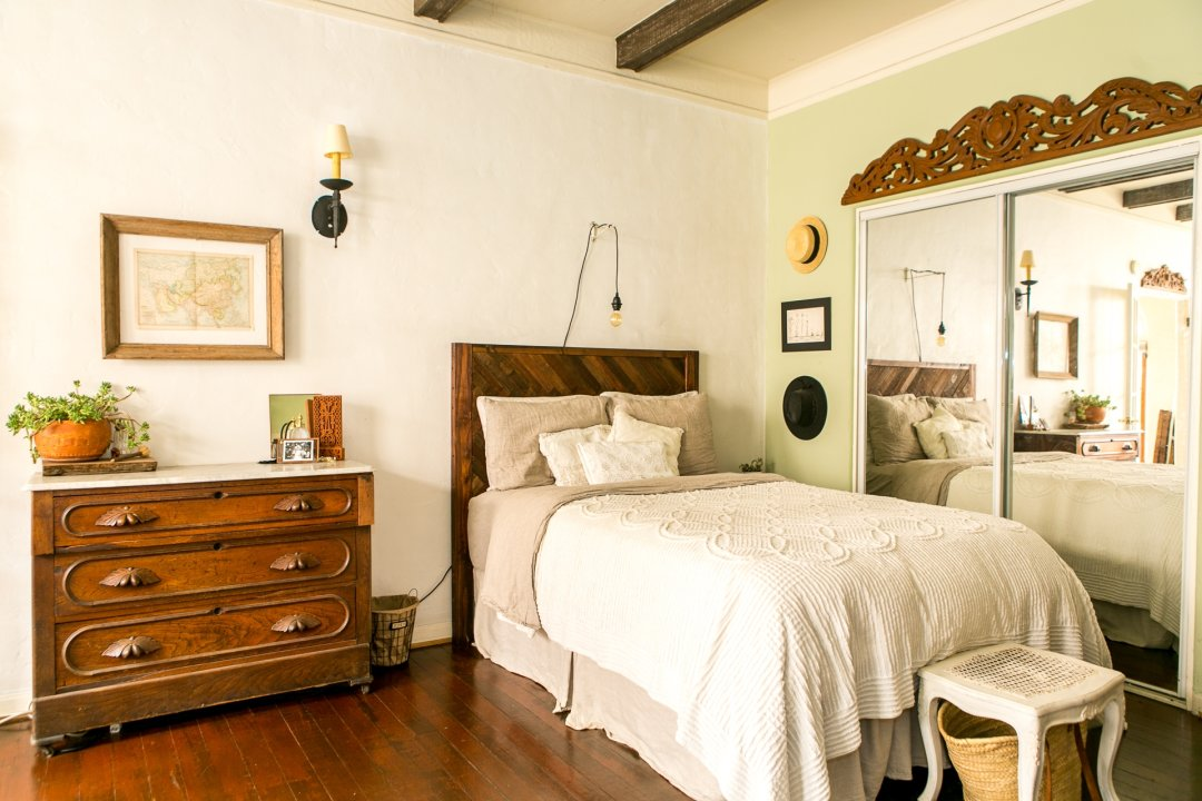 House Tour A Small Old World Inspired La Studio