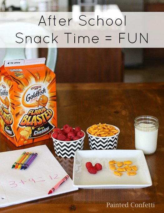 Sharing a few ideas on how to make after school snacks and homework more FUN with Goldfish and fresh fruit. #ad #GoldfishLunchSmiles