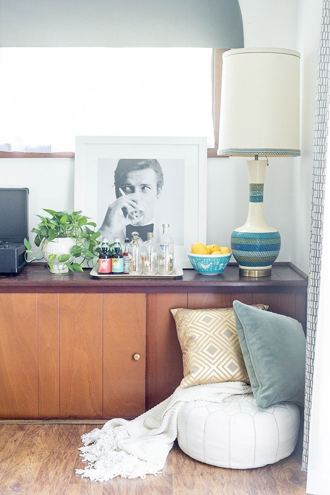 How To Establish A Room Theme With Art | dreamgreendiy.com + @photosdotcom